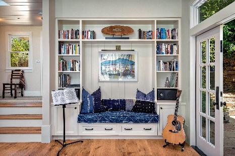 Living room built-in bench